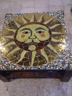 Mesa de centro con cubierta de vitro-mosaico