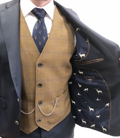 Color co-ordination. Get it right and you'll look awesome! Hunting theme suit and waistcoat Formal Attire For Men, Mens Attire, Formal Suits, Mens Suits, Wedding Suit Hire, Wedding Men, Dream Wedding, Wedding Ideas, Hunting Themes