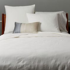 Woven from soft organic cotton, our Texture Matelasse Coverlet works in the bedroom year-round. Alone, it's the perfect weight for warm summer nights. Layer it on during cold winter months for extra warmth and comfort. West Elm, Decoration, Home Accessories, Modern Furniture, Design Inspiration, Design Ideas, Master Bedroom, Texture, Interior Design