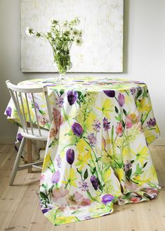 Narsissi (Daffodil) Fabric | Pentik Easter 2018 | The colourful and refreshing pattern Narsissi (Daffodil) is designed by Liina Harju.