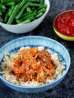 Sambal Kip (inclusief Instant Pot recept) | Flying Foodie.nl Healthy Chicken Recipes, Asian Recipes, Ethnic Recipes, My Favorite Food, Favorite Recipes, Healthy Slow Cooker, Indonesian Food, Pasta, Clean Eating Recipes