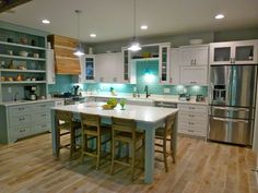 Super cute! I'd be very happy with a kitchen like this!