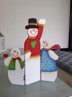 Snowman en madera Winter Wood Crafts, Christmas Wood Crafts, Snowman Crafts, Christmas Signs, Homemade Christmas, Christmas Snowman, Christmas Projects, Holiday Crafts, Christmas Holidays