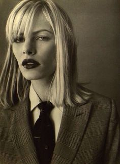 emma balfour by walter chin for l'uomo vogue I Like the look of women wearing ties. Vogue Fashion, Look Fashion, 90s Fashion, Fashion Beauty, Diane Keaton, Women Wearing Ties, Androgynous Fashion, Glamour, Mannequins