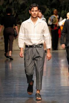 Dolce & Gabbana Collection Men Fashion Show Spring Summer 2013 - Runaway Men Fashion Show, Mens Fashion, Exclusive Clothing, Men And Women, Parachute Pants, Spring Summer, Primavera Estate, Dolce, Men's Style