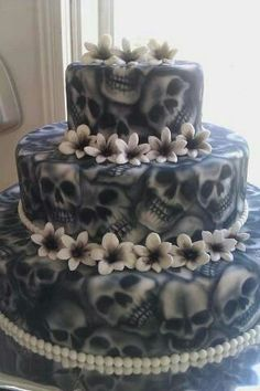 Gothic wedding (any occasion) cake. My dad would go nuts over this. (in a good way tho)