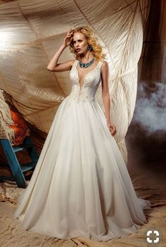 Luxuriant dress made of tulle and lace. Plunging neckline on the bodice embroidered with lots of beads and pearls. Lace Wedding, Wedding Dresses, Plunging Neckline, Dress Making, Bodice, Tulle, Fashion, Dress, Curve Dresses