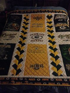 Green Bay Packer T shirt quilt T-Shirt Custom Trends Quilting Tips, Quilting Projects, Quilting Designs, Craft Projects, Sewing Projects, Panel Quilts, Quilt Blocks, Children's Quilts, Football Quilt