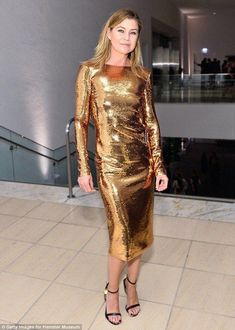 Golden girl: Ellen Pompeo looked like a golden goddess in her shimmery gold number. Straight Brunette Hair, Blond, Greys Anatomy Characters, Greys Anatomy Cast, Ellen Pompeo, Priyanka Chopra, Red Band Society, Grey Anatomy Quotes, Jessica Chastain
