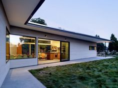modern L-shaped house roof overhangs concept
