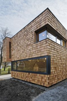 Gallery of Youth-Club Extension / Bernd Zimmermann Architekten - 4 Wooden Cladding Exterior, Wooden Facade, House Cladding, Timber Cladding, Wood Architecture, Beautiful Architecture, Residential Architecture, Villa, Youth Center
