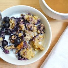 """Blueberry Banana Baked Oatmeal - heat and eat each morning. (Fresh fruit and rich, custardy oats make this baked oatmeal a filling and flavorful """"fix ahead"""" breakfast. Just heat and eat each morning! The Oatmeal, Baked Oatmeal, Blueberry Oatmeal, Baked Banana, Blueberry Banana Smoothie, Baked Oats, Banana Oats, Blueberry Recipes, Brunch Recipes"""