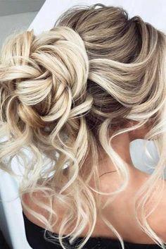 9 Refined Hacks: Vintage Bun Hairstyles women hairstyles with bangs simple.Women Hairstyles With Bangs Short Hair Styles. Medium Hair Styles, Short Hair Styles, Medium Hairs, Hair Styles For Prom, Curly Hair Styles For Long Hair, Medium Curls, Bun Styles, Elegant Wedding Hair, Trendy Wedding