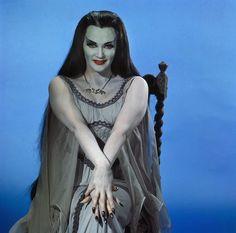Munsters Tv Show, The Munsters, Munsters House, Lily Munster Costume, La Familia Munster, Female Monster, Yvonne De Carlo, Female Vampire, Night Terror