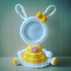 Bunny Photo Frame - Combine Look Crochet Baby Toys, Crochet Art, Easy Crochet Patterns, Cute Crochet, Crochet For Kids, Crochet Designs, Crochet Dolls, Crochet Flowers, Mickey Mouse Picture Frames