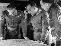 El general Franco estudia junto a dos militares mapas durante la Guerra CIvil Española   GETTY IMAGES   Intereconomía   1050071