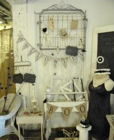 44 Awesome Rustic Halloween Decor Ideas : 44 Rustic Halloween Decor Ideas With White Wooden Wall Table Chair Antique Booth Displays, Antique Booth Ideas, Antique Mall Booth, Vendor Displays, Vintage Display, Craft Show Displays, Craft Show Ideas, Store Displays, Display Ideas