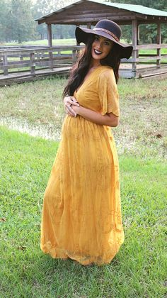 Maternity wear has come a long method because muumuus. See the best places to buy pregnancy clothes now. Yellow Maternity Dress, Bohemian Maternity Dress, Maternity Photo Outfits, Maternity Dresses For Baby Shower, Maternity Dresses Summer, Maternity Fashion, Maternity Pictures, Stylish Maternity, Maternity Wear