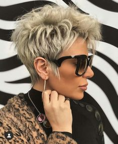 Latest Short Hairstyles That Will Give You a Glammed Up Look 07 Short Choppy Hair, Short Grey Hair, Short Hair With Layers, Short Hair Cuts For Women, Layered Hair, Short Hairstyles For Women, Braided Hairstyles, Short Haircuts, Edgy Pixie Hairstyles