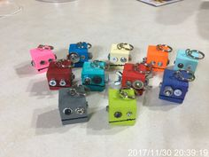 Robot head keychains Scrap Wood Crafts, Wood Block Crafts, Metal Crafts, Diy And Crafts, Crafts For Kids, Paper Crafts, Projects For Kids, School Art Projects, Driftwood Projects