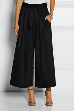 Pantalone culotte neri by Tome. Mode Outfits, Office Outfits, Outfits For Teens, New Outfits, Chic Outfits, Fashion Outfits, Fashion Mode, Love Fashion, Coulottes Outfit