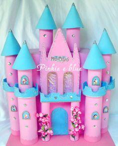 Festa de princesas sem castelo, não tem graça.   Pra garantir a alegria das meninas.   Fiz estes dois castelos.     Este tem 58...