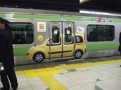 Renault Kangoo【交通広告:JR山手線ドアステッカー広告】ニューカングーデビュー(ルノー/カングー)