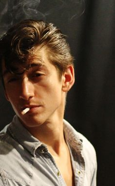 a picture of Alex Turner bc I was listening to Arctic Monkeys and I feel badass Tags // New Rock Bands, Alex Arctic Monkeys, The Wombats, Rock And Roll, The Last Shadow Puppets, Man Crush, Beautiful Boys, Beautiful People, Celebrity Crush