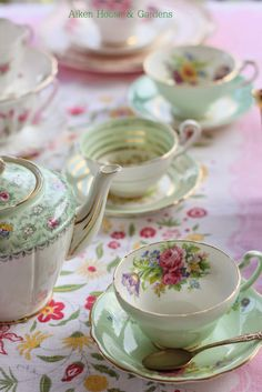 close up of tea setting for Hartfield label Aiken House & Gardens: Preparing for the Vintage Tea Party High Tea Catering, Tea Cup Saucer, Tea Cups, Café Chocolate, Vintage Cups, Vintage China, Cuppa Tea, Tea Service, My Cup Of Tea