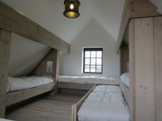 Attic Bedroom Designs, Attic Bedrooms, Bedroom Frames, Cabin Loft, Built In Bed, Barn Renovation, Guest Cabin, Built In Furniture, Dream House Plans