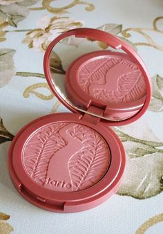 Tarte Amazonian Clay 12-Hour Blushes in Sensual, Seduce, Risque, & Exposed + the gorgeous Exposed Highlighter. See more makeup, nail art, & reviews on All Things Beautiful XO Beauty Care, Diy Beauty, Beauty Hacks, Beauty Essentials, Natural Glowy Makeup, Natural Beauty Tips, Drugstore Makeup, Makeup Cosmetics, Rose Gold Aesthetic