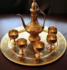 アラジンの魔法のランプ(笑)  とかでは全然ないがモロッコ迷宮都市フェズの土産物屋で買った 小さくて実用性は低いちゃけど中世アラブの精緻な工芸品の片鱗が見れるし持ち帰りが楽だったんで良い記念にはなった  土産物を買う時は行程の最後の方で持ってきたトランクにチャンとはいる小さなものを買うのがコツだよ  #工芸品 #土産物 #フェズ #世界遺産 #旧市街 #モロッコ #ツアー #海外旅行 tags[海外]