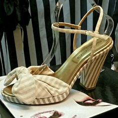 📬FREE SHIPPING📬 SACCO SHOE SIZE 9 Gently pre-loved sacco  Shoes Platforms