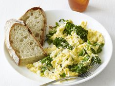 Scrambled Eggs with Ricotta and Broccolini. Add broccolini to these creamy and cheesy scrambled eggs for a hearty family breakfast. Egg Recipes, Brunch Recipes, Cooking Recipes, Breakfast Recipes, Cooking Time, What's For Breakfast, Breakfast Cooking, Morning Breakfast, Meals