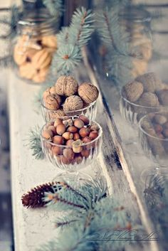 Check Out 33 Elegant Christmas Table Settings You'll Love. Have you already started thinking of a Christmas table setting you gonna choose this year? Natural Christmas, Noel Christmas, Country Christmas, All Things Christmas, Winter Christmas, Xmas, Winter Things, Christmas Swags, Burlap Christmas