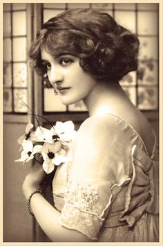 "Vintage 900 Bu b Lily Elsie: ""La bella della Belle Epoque"" Vintage Photos Women, Images Vintage, Vintage Pictures, Vintage Photographs, Vintage Abbildungen, Vintage Girls, Vintage Beauty, Vintage Redhead, Vintage Woman"