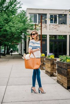 maternity style jeans outfit