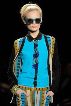 See detail photos for Anna Sui Fall 2013 Ready-to-Wear collection.