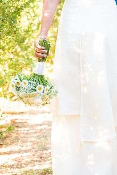 Bridal Bouquet - @vweddingportuga #bridalbouquet #weddingflowers #love #bride #vintagewedding #vintage #wedding #details #weddinginportugal #vintageweddinginportugal #vintagewedding #portugalwedding #weddingportugal #weddingsinportugal #myvintageweddinginportugal #rusticwedding #rusticweddinginportugal #thequinta #weddinginsintra
