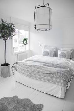 Cozy+White+Bedroom