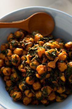 Spinach with chickpeas is a traditional Spanish recipe. Everybody loves it, even those who hate veggies, especially if you use finely chopped fresh spinach. Spinach Recipes, Veggie Recipes, Vegetarian Recipes, Cooking Recipes, Healthy Recipes, Cheap Recipes, Vegan Vegetarian, Vegetarian Restaurants, Diabetic Recipes