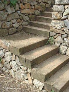 Des idées descalier en bois pour le jardin