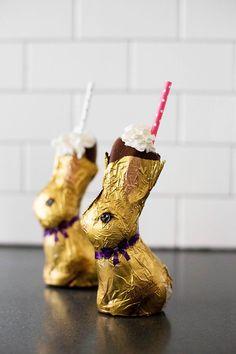 Chocolate bunny Easter Shake - a shake served inside of a chocolate bunny! Chocolate bunny Easter Shake - a shake served inside of a chocolate bunny! Easter Lunch, Hoppy Easter, Easter Dinner, Easter Party, Easter Eggs, Easter Food, Easter Cake, Easter Gift, Easter Decor