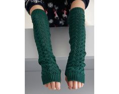 A lot of half sleeve clothes although design unique, very stylish. But the dew hand part  is very cold , with this glove can be not afraid, warm, fashion and cute!Collocation with short sleeved sweater is excellent too.    Description  Condition: New  Material: Acrylic  Color: Green  Style: Gloves    Size:   Approximately 17.5 '' Long (Without Elongating It ) , And Stretch To 11.5'' Circumference .  Model Height: 158 cm    Features:Warm、Sweat absorption、Breathable、Show thin…