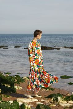 perfect floral look, floral dress, flower print. Pringle of Scotland Resort 2018 Collection Photos - Vogue