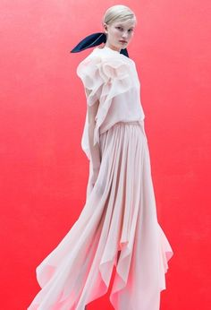 See the complete Delpozo Resort 2018 collection.