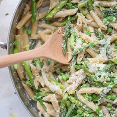 One-Pot Pasta with Asparagus, Peas and Parmesan is a dinner that's true comfort food, full of bright, fresh flavors! Healthy Pasta Recipes, Healthy Pastas, Whole Food Recipes, Vegetarian Recipes, Dinner Recipes, Drink Recipes, Delicious Recipes, Easy Recipes, Chicken Recipes