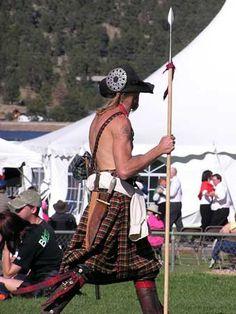 Spear and kilt. Scotland Men, Warrior Outfit, Scottish Actors, Highland Games, Scottish Fashion, Men In Kilts, Scottish Tartans, Komplette Outfits, Tartan Plaid