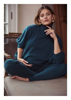 Browse our maternity sweaters & knitwear for the coziest, softest way to cuddle up to your vibe. Fall Maternity Outfits, Maternity Sweater, Stylish Maternity, Pregnancy Outfits, Maternity Dresses, Maternity Fashion, Baby Bump Style, Mommy Style, Clothes For Pregnant Women