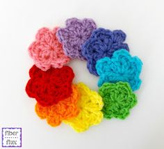These happy little flowers are easy to make and work up in just two rounds! Use them as an applique or make a whole meadow of them! ...
